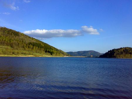 Jezioro i zapora Bukówka w Sudetach Zachodnich